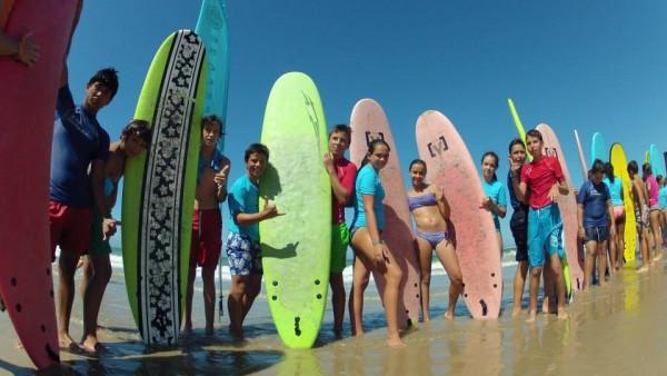 Todos Nuestros Chicos Y Chicas Antes De Lanzarse A Practicar Surf