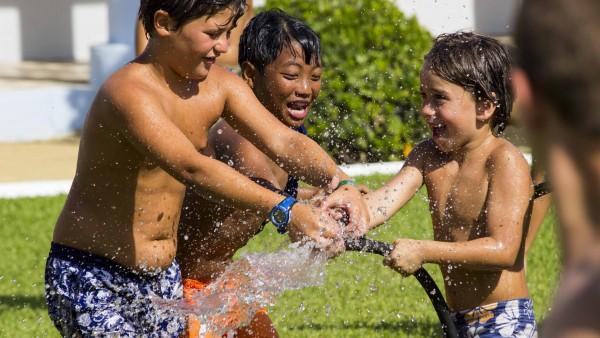Nuestros Chicos Se Lo Pasaron En Grande En La Yincana Del Agua