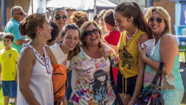 Algunas Madres Con Sus Hijas En El Campus Unicaja Málaga.