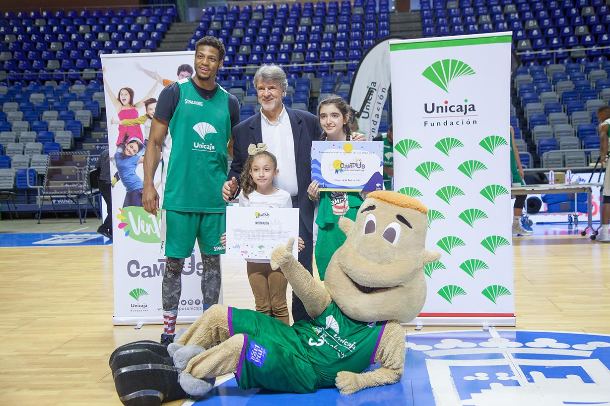 Alba Heras Gómez (dcha.) Y Martina Hernández Galiana (izqda.), Ganadoras De Una Plaza Campus.