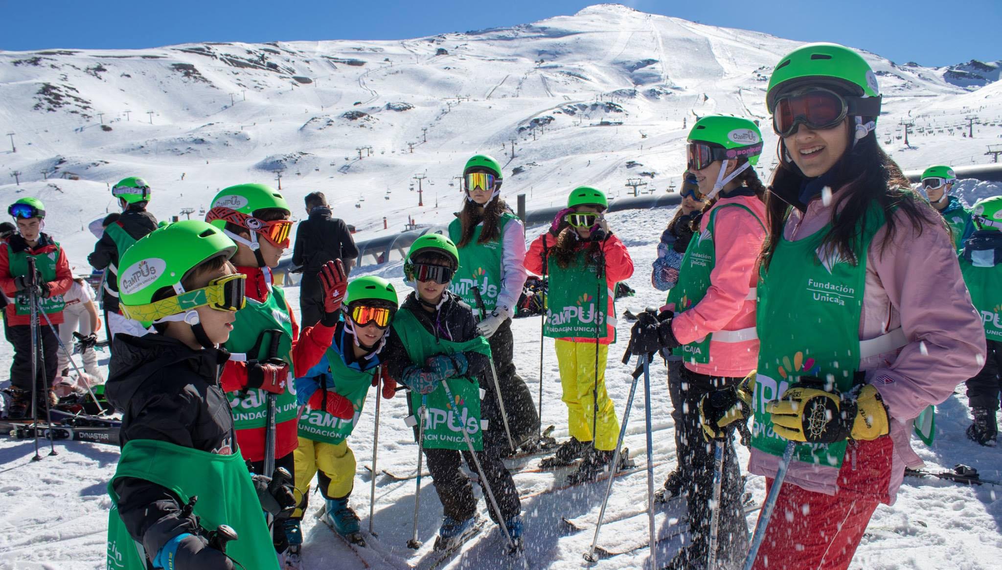 Un Centenar De Niños Participa En El Campus Nieve De La Fundación Unicaja